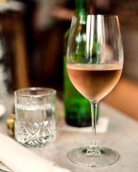 rose-wine-on-table_4460x4460